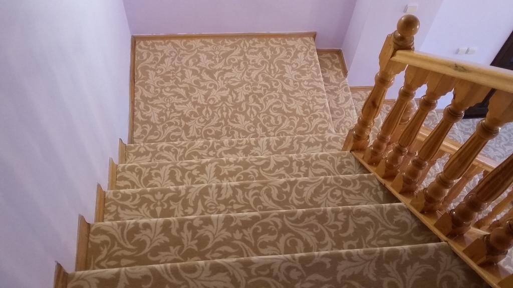 Обшивка лестниц в коттедже