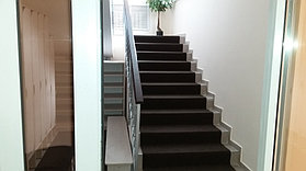 "Лестница и коридор в детском центре ""UniqKids"" 3"