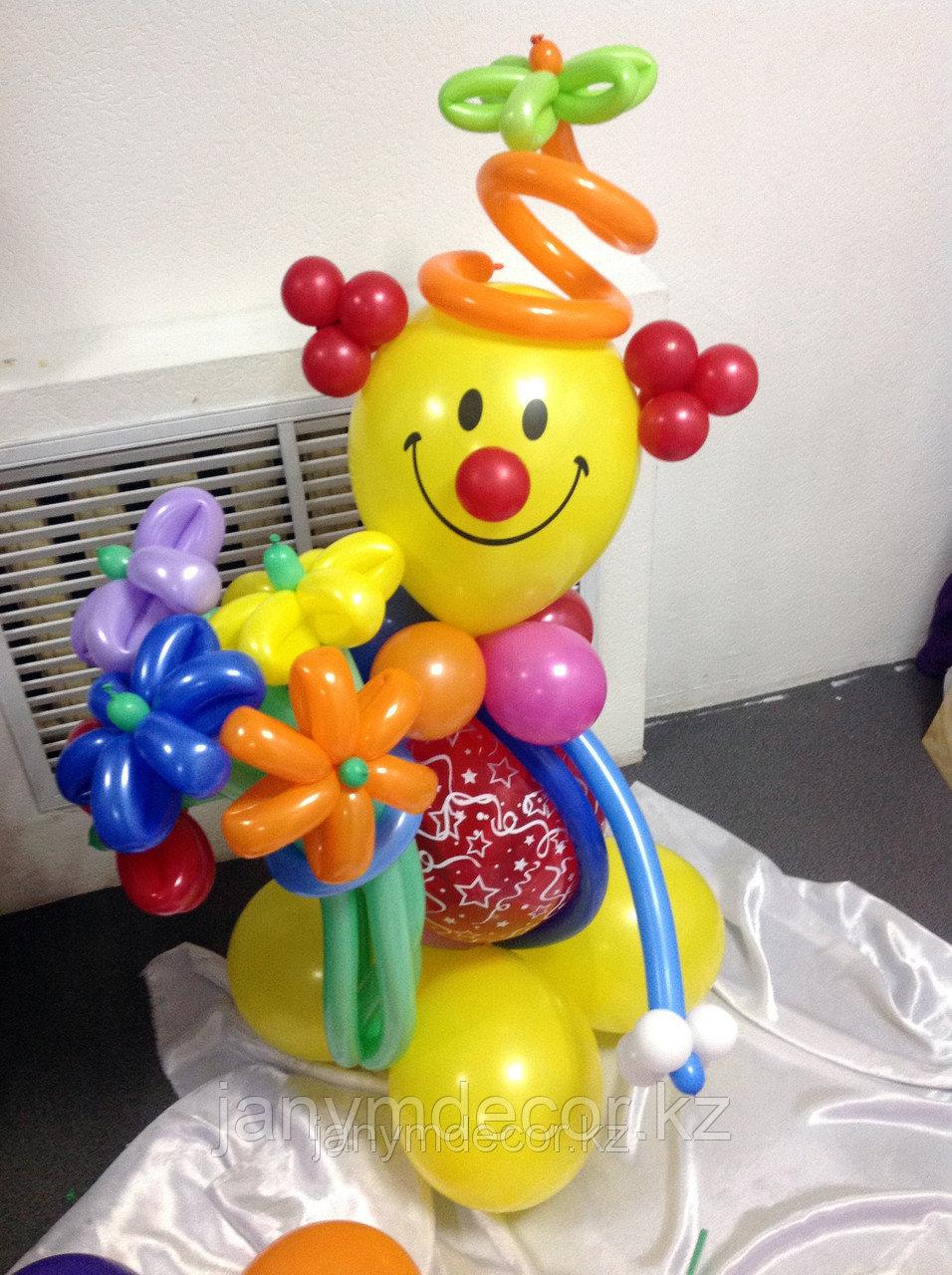 Клоун с букетом к 8 марта - фото 2