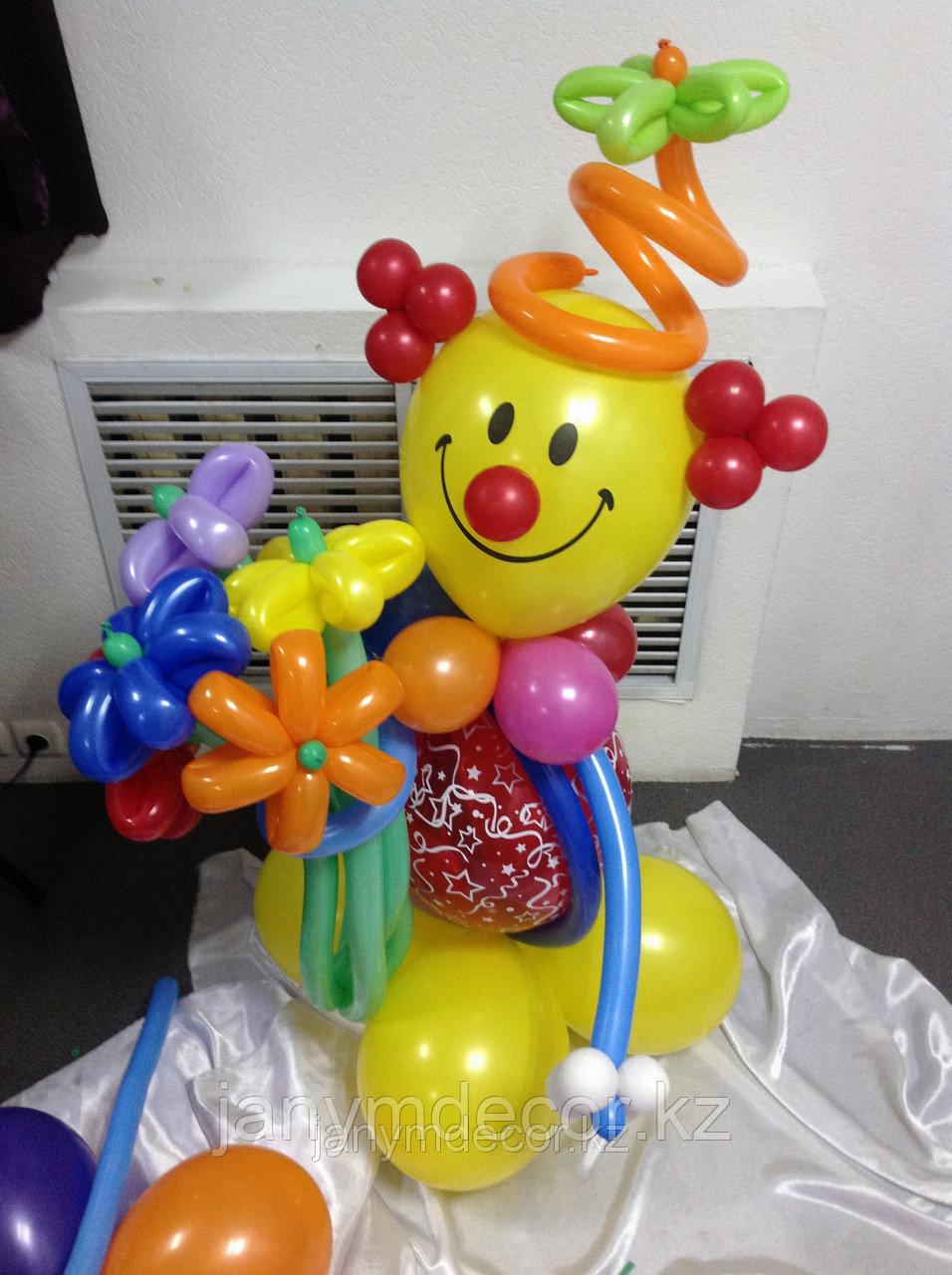 Клоун с букетом к 8 марта - фото 3