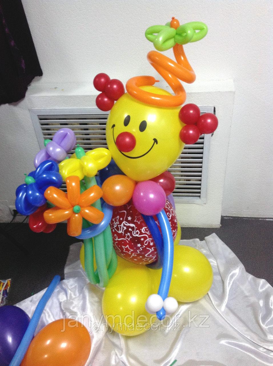 Клоун с букетом к 8 марта - фото 4