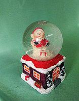 """Новогодний шар со снегом """"Снеговик на домике"""", фото 1"""