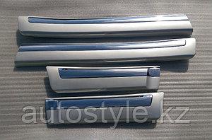 """Молдинги дверей Toyota LandCruiser 200 широкие """"Белый перламутр"""""""