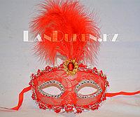 Венецианская маска Коломбина с перьями (красная)