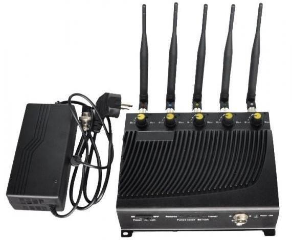 """Подавитель связи """"СТРАЖ Х5 ПРО"""" работает от внешнего сетевого адаптера"""