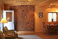 Монтаж детских скалодромов для квартиры и дома
