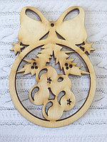 Шар деревянный с елочными украшениями, новогоднее украшение