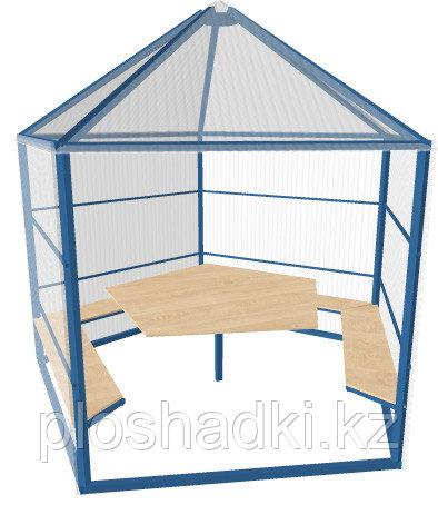 Беседка с  верхом в виде пирамиды, со столом  со скамейками
