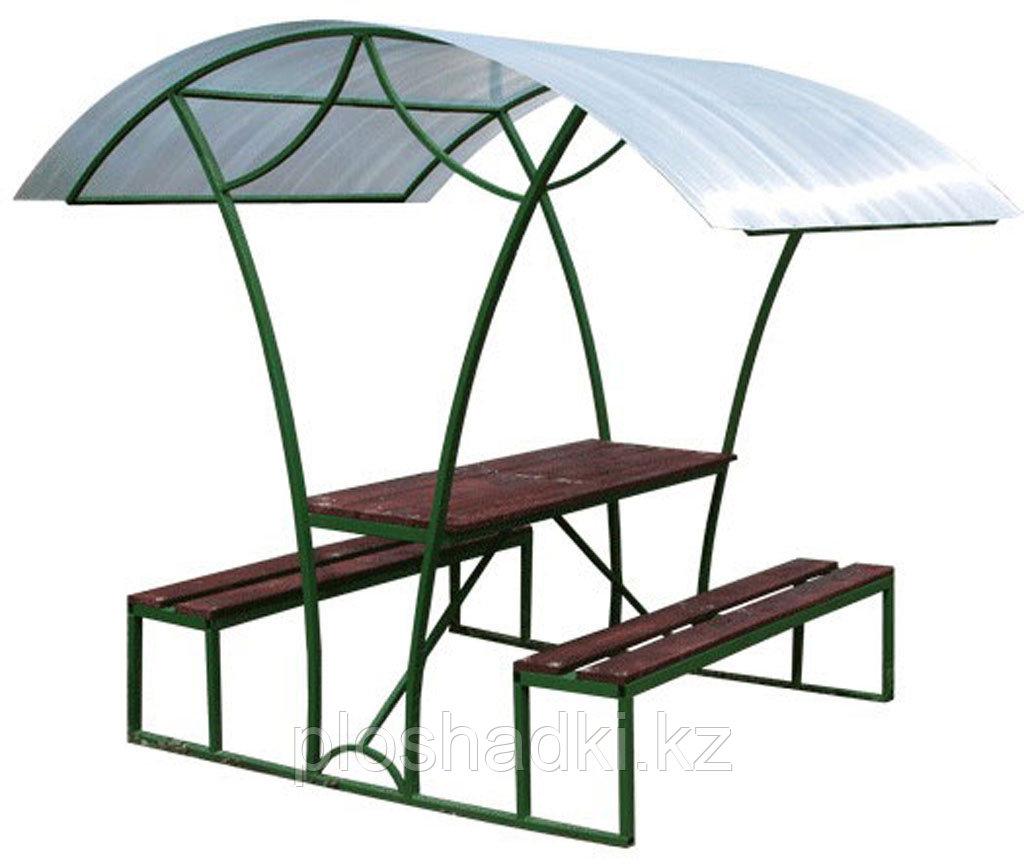Беседка со скамейками и столом