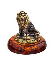 Сувенир знак зодиака Лев. Ручная работа, подставка из янтаря