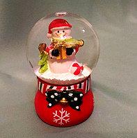 """Новогодний шар со снегом """"Снеговик с подарком"""" 6,5*4см., фото 1"""