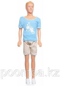 Кевин в спортивной одежде