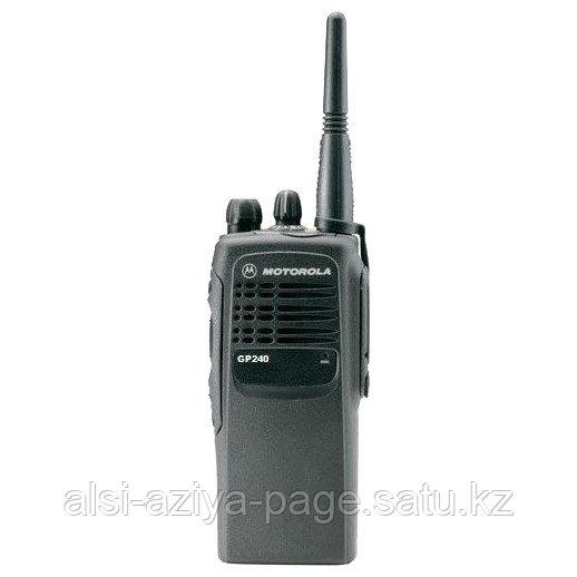 Носимая радиостанция Motorola GP240