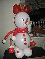 Снеговик из шаров в Павлодаре