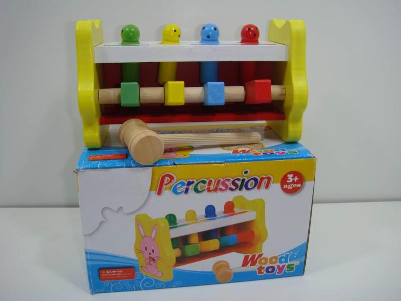 Цветная скамейка с забивающимися штырьками