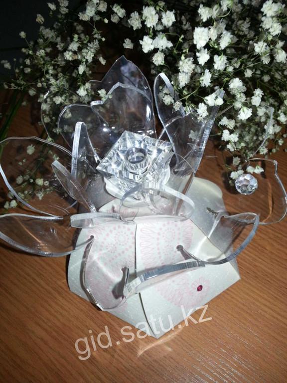 Креативная рассылка нового аромата Femme от компании AVON