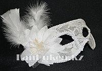 Венецианская маска, карнавальная маска, маска с перьями белая, фото 1