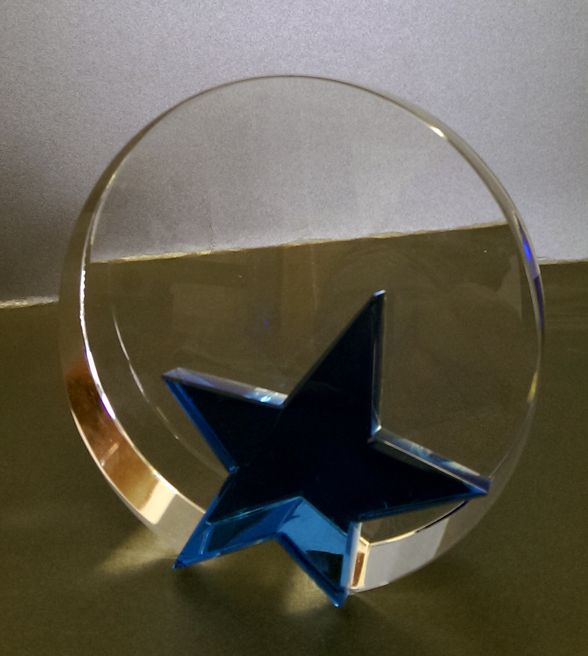 Наградной кристалл со звездой
