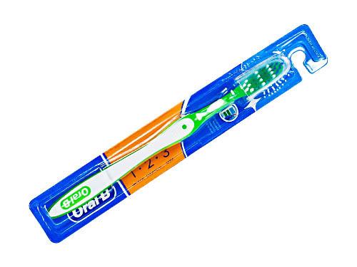 Зубная щетка Орал би - Oral-B ЧСС с колпачком