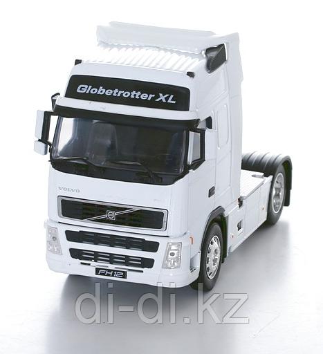 Игрушка модель грузовика 1:32 Volvo FH12