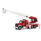 Пожарная машина MACK с выдвижной лестницей и помпой от Bruder, фото 2