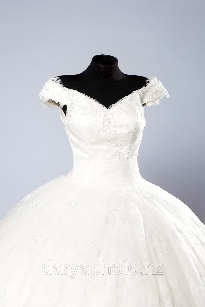 Свадебное платье в со шлейфом - фото 1