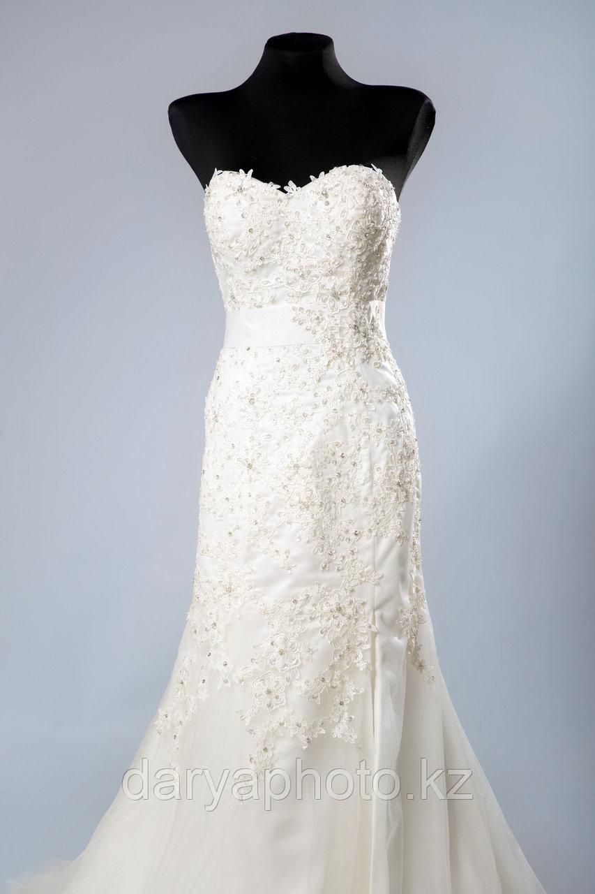 Свадебное платье - прямое, с разрезом по ноге - фото 1