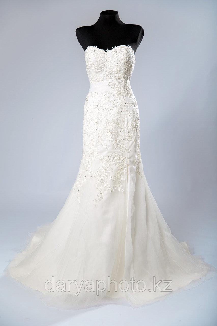 Свадебное платье - прямое, с разрезом по ноге - фото 2