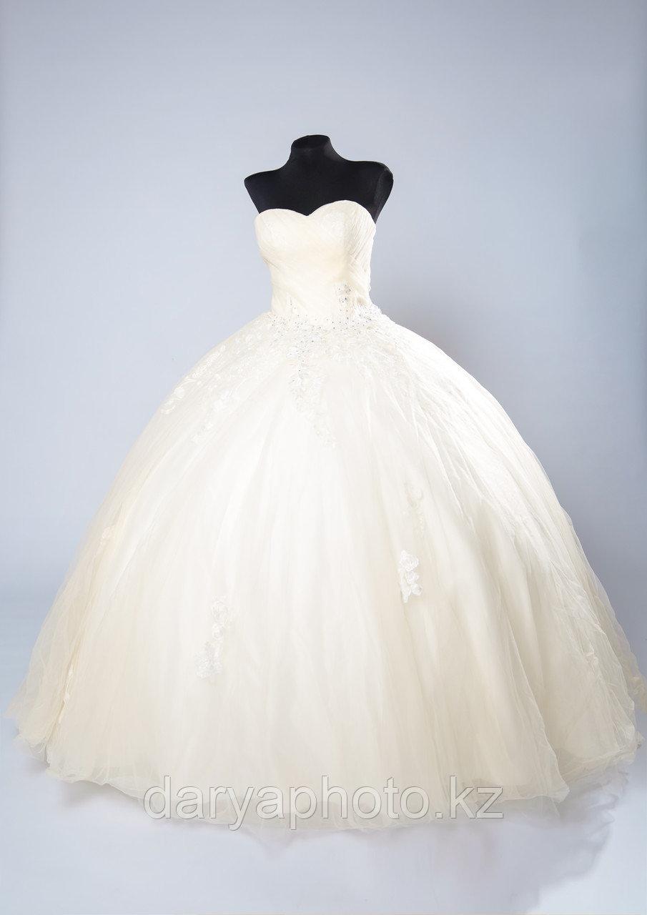 Свадебное платье со шлейфм
