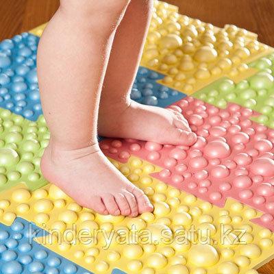 Детский массажный коврик из 8 модулей размерами 27,3 х 17,8 см