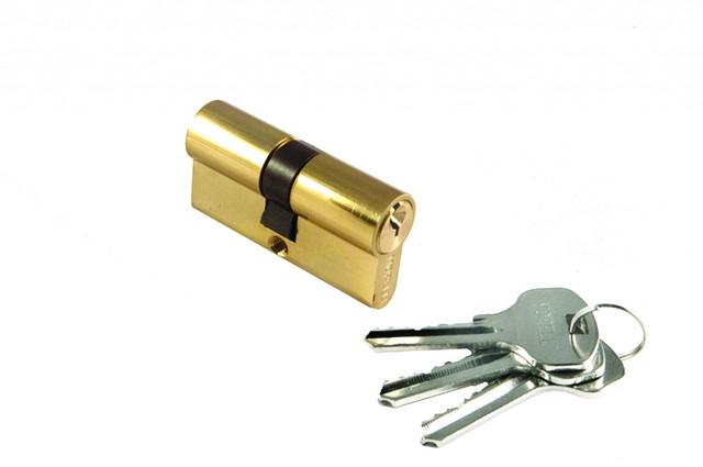 Ключевой цилиндр 50 мм Morelli 50C PG. Предназначен для открывания и закрывания входных и межкомнатных дверей различного типа.