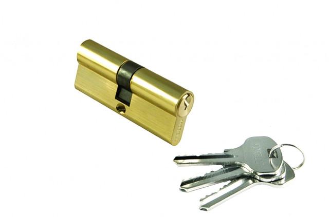 Ключевой цилиндр длиной 60 мм Morelli 60C PG. Предназначен для открывания и закрывания входных и межкомнатных дверей различного типа.