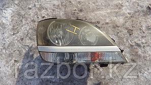 Фара передняя правая Toyota Harrier