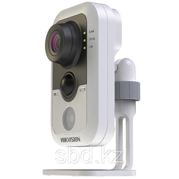 IP Камера видеонаблюдения Hikvision DS-2CD2432F-IW