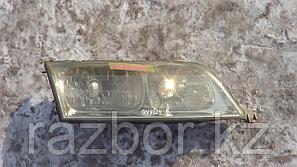 Фара передняя правая Toyota Qualis