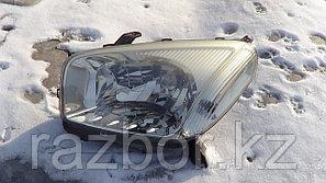 Фара передняя левая Toyota RAV4 2000-2005