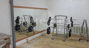 Изготовление и установка зеркал в тренажерный зал 1