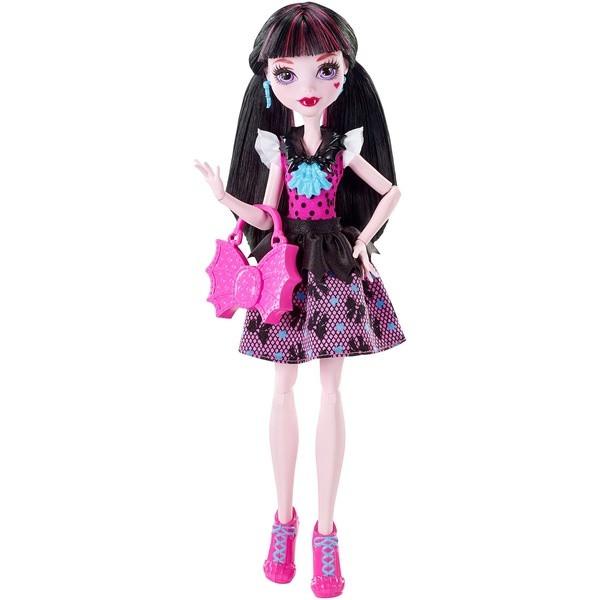 Monster High: Первый день в школе, Draculaura