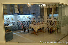 Стеклянные перегородки и витрины