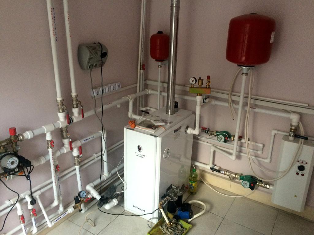 Монтаж системы отопления с установкой емкости , объект - поселок Иссык