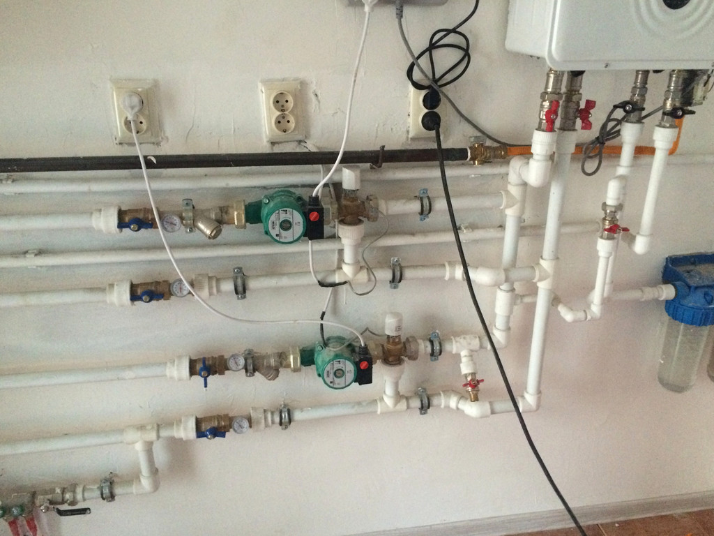 Монтаж системы отопления холодной/горячей воды в административном здании
