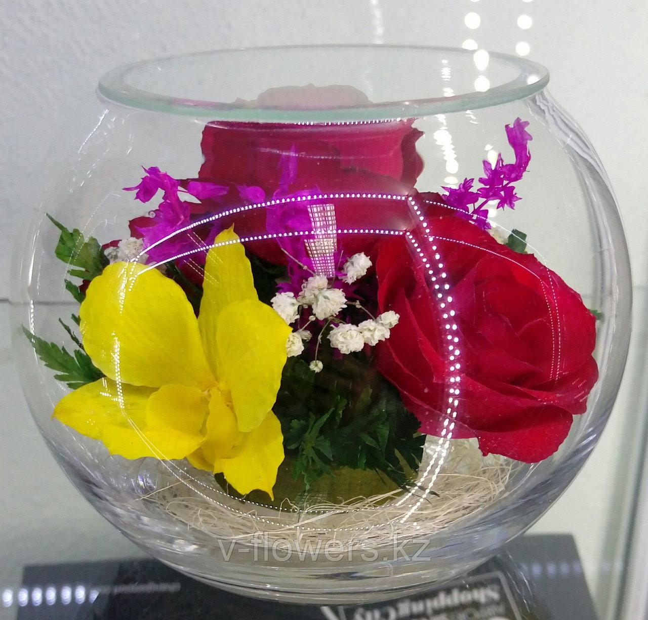 Цветы в стеклянной колбе BSM3