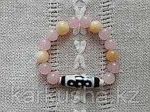 Дзи пятиглазая с молнией в браслете из агата и розового кварца