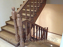 Лестница поворотная с элиементами ковки