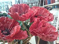 Маки - искусственные цветы.