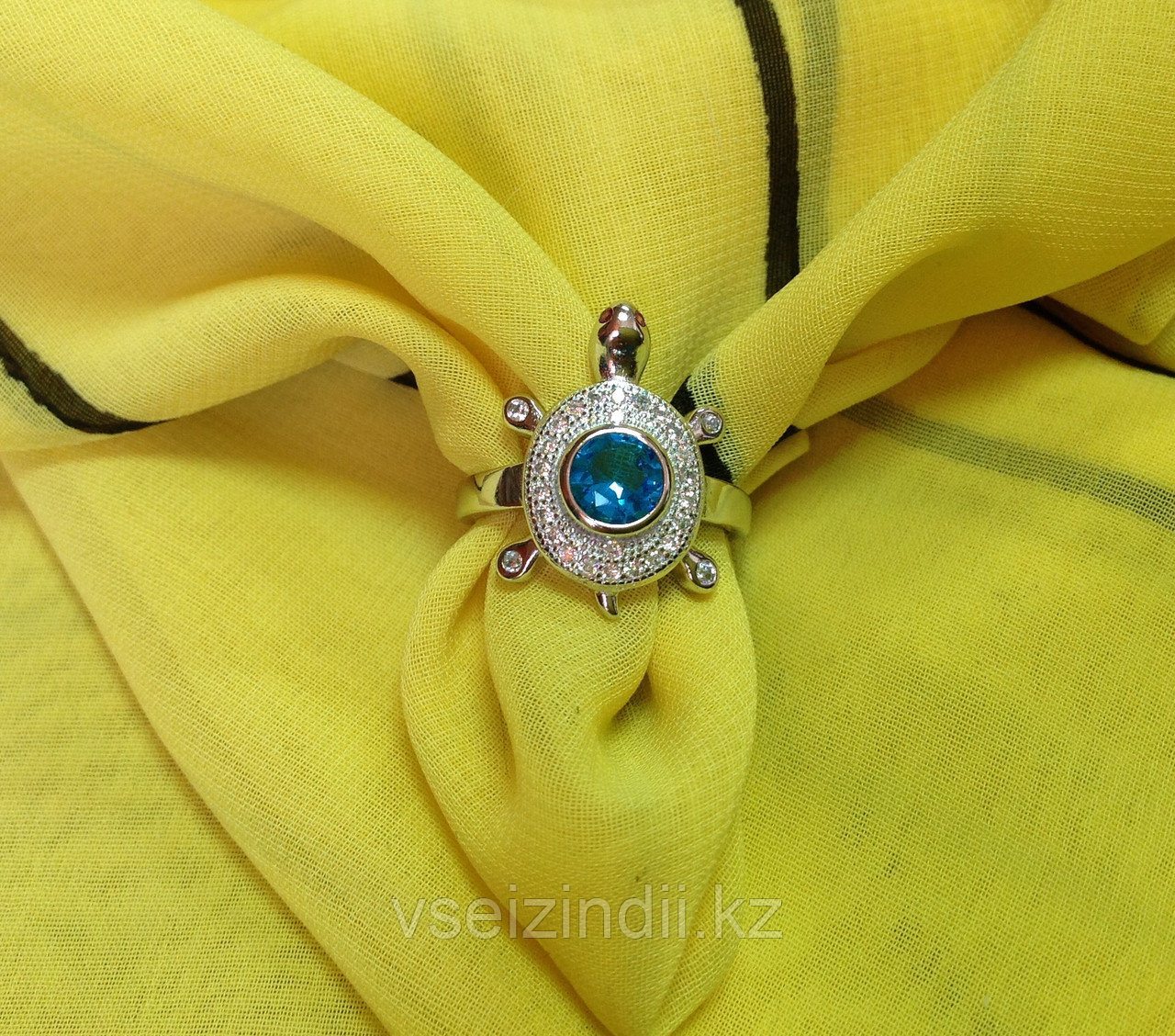 Серебряное кольцо женское черепашка с голубым фианитом 17.0 размер