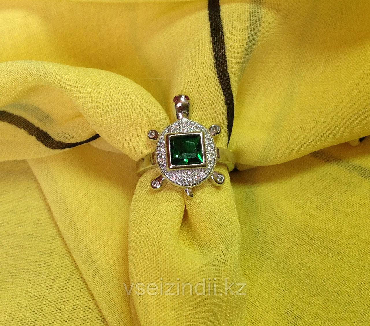 Серебряное кольцо женское черепашка с зеленым фианитом 17.0 размер