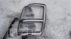 Поворотник передний левый Nissan Elgrand 1997-2000