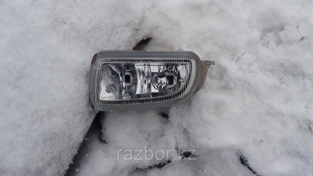Противотуманка передняя нижняя левая Toyota Caldina (215)