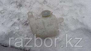 Бачок омывателя лобового стекла Mazda Demio